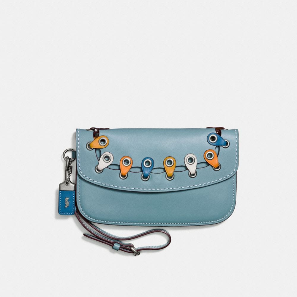 CLUTCH WITH COACH LINK DETAIL IN GLOVETANNED LEATHER