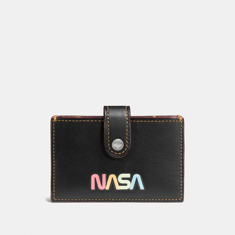 ACCORDION CARD CASE IN GLOVETANNED LEATHER WITH SPACE PATCH