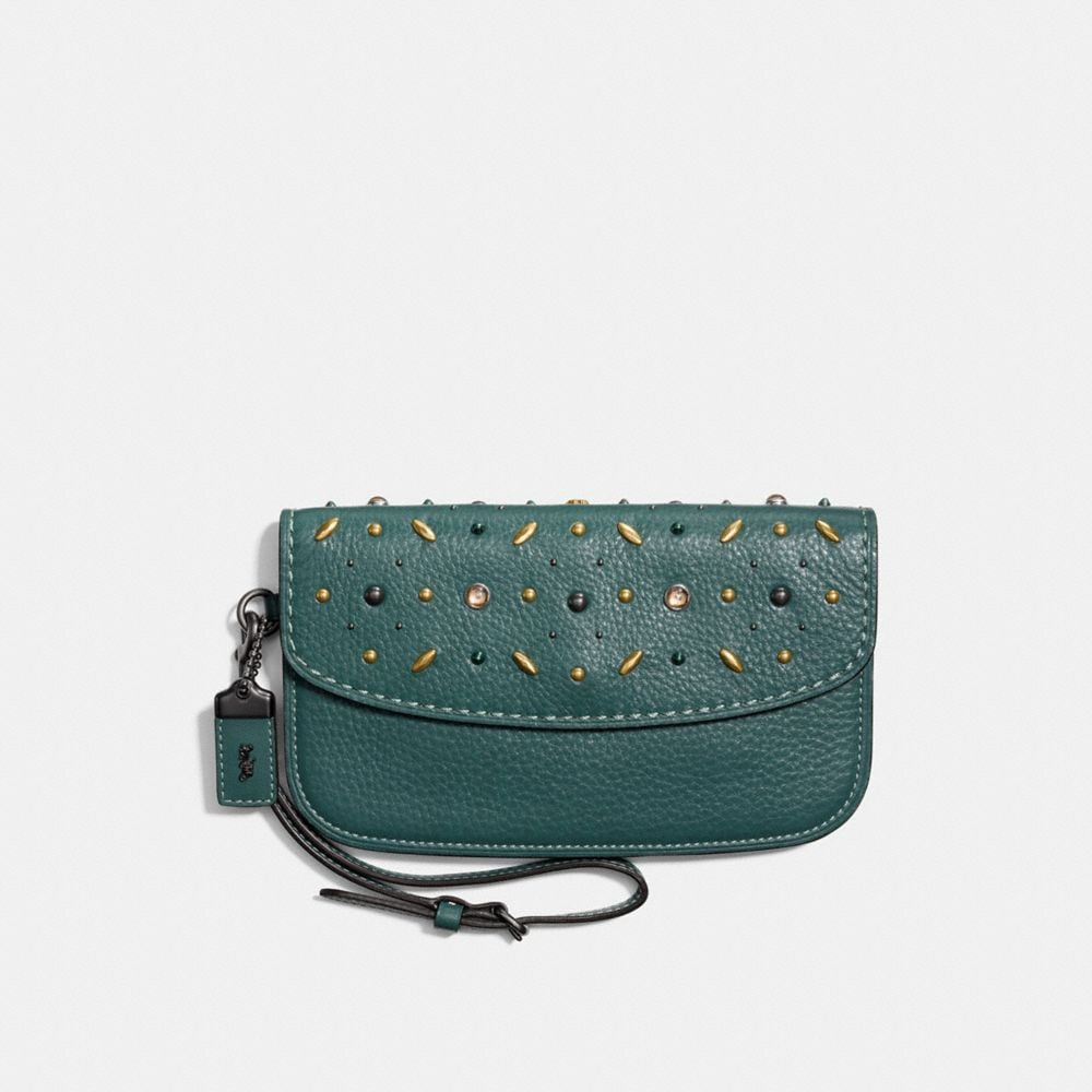 CLUTCH IN NATURAL PEBBLE LEATHER WITH PRAIRIE RIVETS
