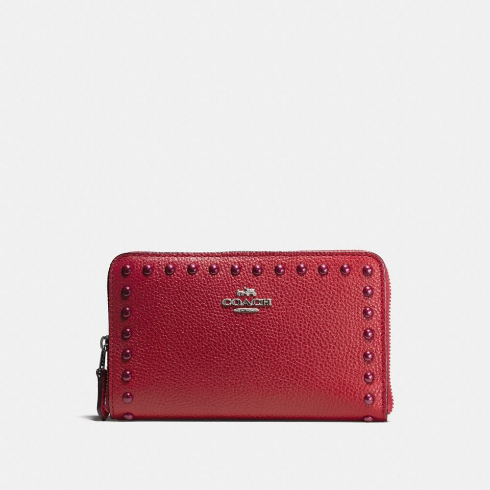 LACQUER RIVETS MEDIUM ZIP AROUND WALLET IN PEBBLE LEATHER