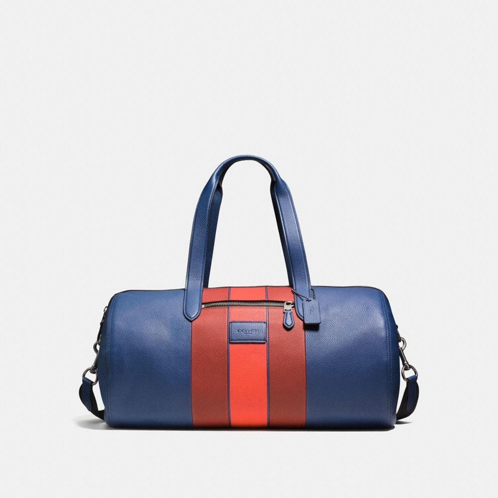 METROPOLITAN SOFT GYM BAG IN POLISHED PEBBLE LEATHER WITH VARSITY STRIPE