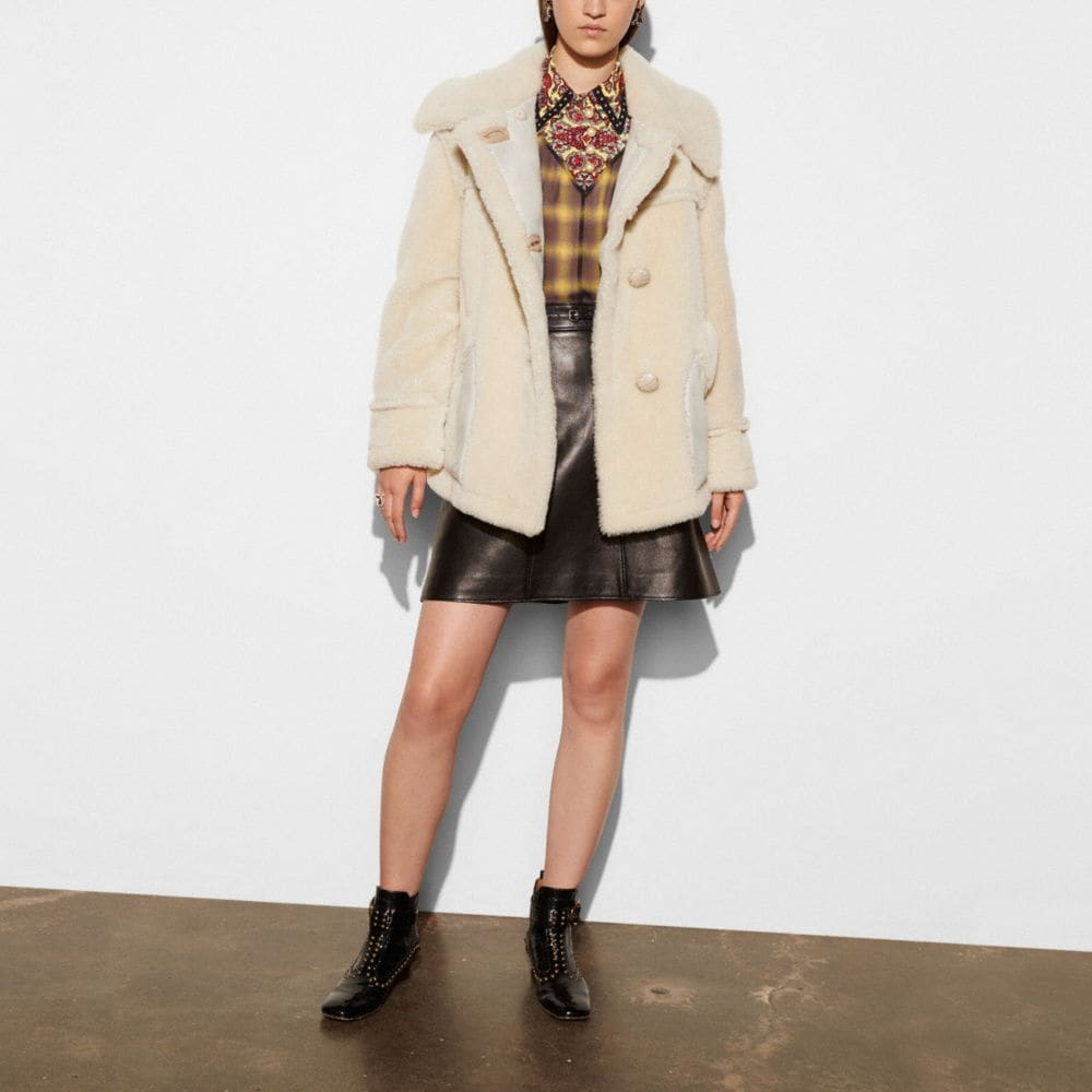 SHORT SHEARLING COAT WITH PRINTED LINING