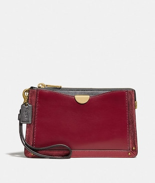 DREAMER WRISTLET IN COLORBLOCK WITH SIGNATURE CANVAS