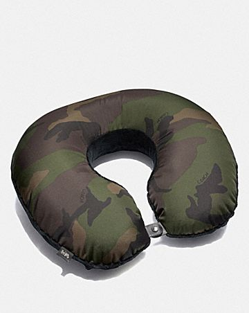 PACKABLE TRAVEL PILLOW WITH CAMO PRINT