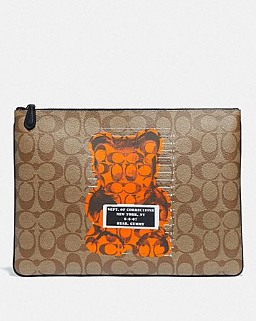 LARGE WRISTLET 30 IN SIGNATURE CANVAS WITH VANDAL GUMMY
